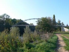 Rad- und Fußwegbrücke über den Kocher